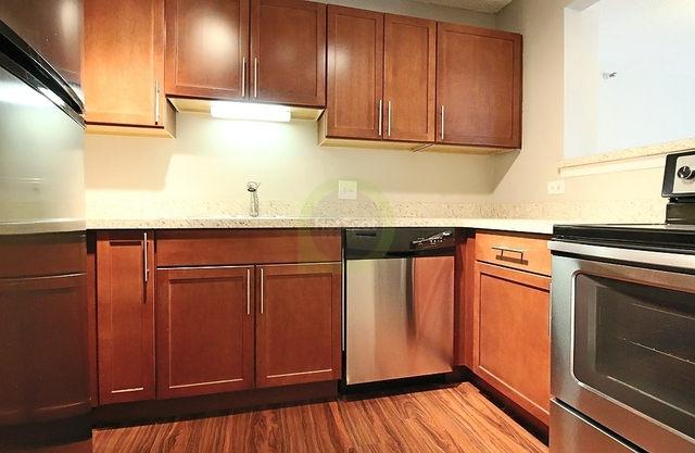 2 Bedrooms, Gold Coast Rental in Chicago, IL for $1,865 - Photo 1