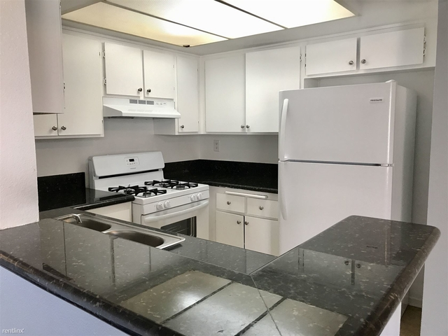 2 Bedrooms, NoHo Arts District Rental in Los Angeles, CA for $2,250 - Photo 2