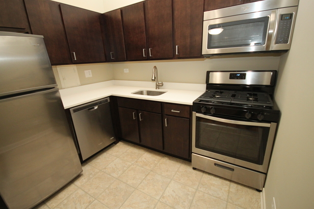 2 Bedrooms, Lincoln Park Rental in Chicago, IL for $2,210 - Photo 2