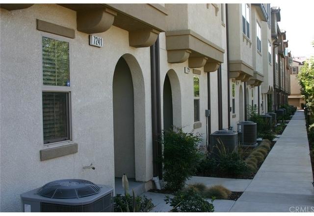 3 Bedrooms, Van Nuys Rental in Los Angeles, CA for $2,900 - Photo 2