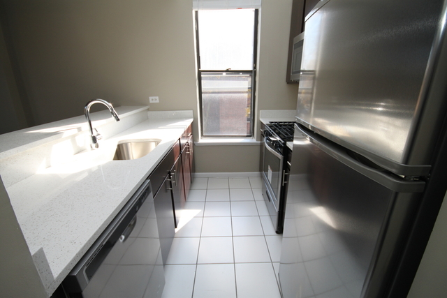2 Bedrooms, Ranch Triangle Rental in Chicago, IL for $2,099 - Photo 2