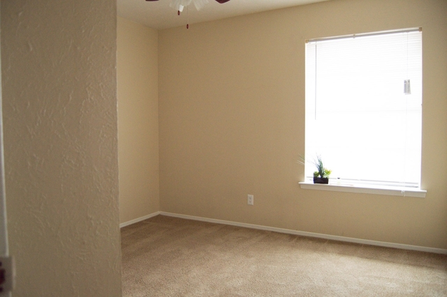 1 Bedroom, Highland Meadows Rental in Dallas for $865 - Photo 2