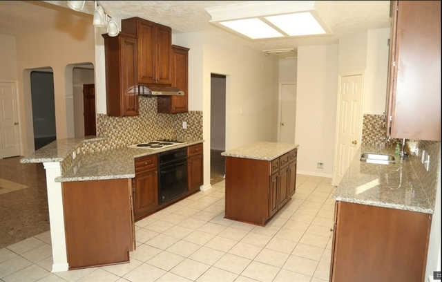 3 Bedrooms, New Territory Rental in Houston for $1,600 - Photo 2
