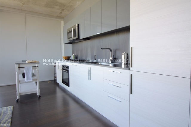 2 Bedrooms, Goose Island Rental in Chicago, IL for $2,635 - Photo 2