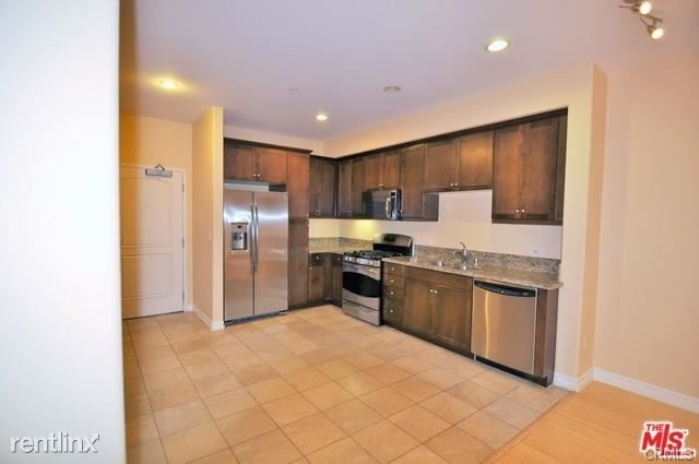 2 Bedrooms, Arts District Rental in Los Angeles, CA for $3,200 - Photo 2