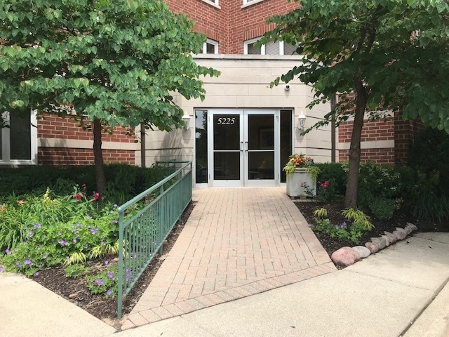2 Bedrooms, North Park Rental in Chicago, IL for $1,750 - Photo 2