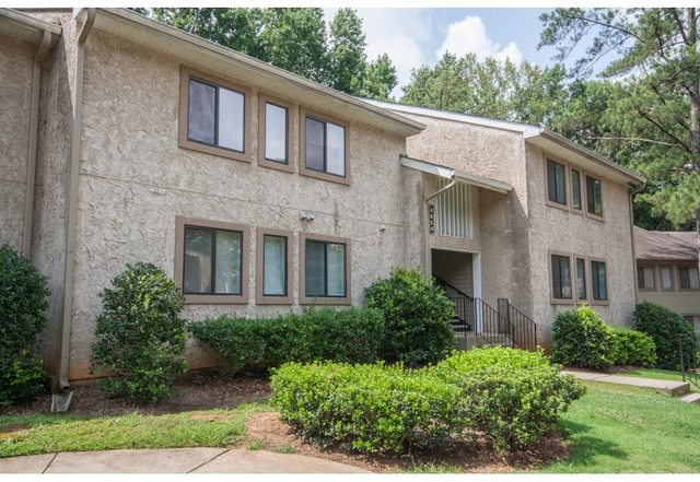 3 Bedrooms, Dunwoody Rental in Atlanta, GA for $1,200 - Photo 2
