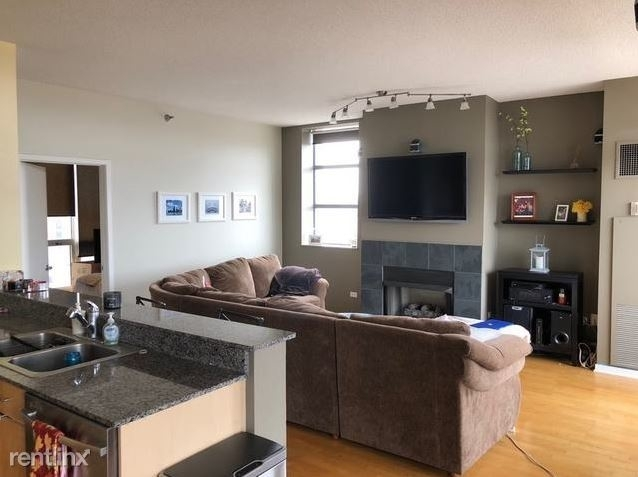 2 Bedrooms, Old Town Rental in Chicago, IL for $2,700 - Photo 2