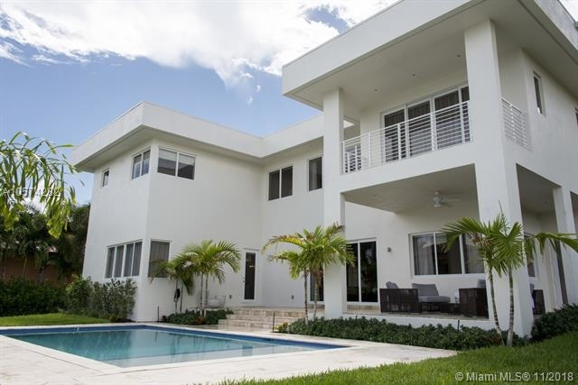 4 Bedrooms, Hollywood Lakes Rental in Miami, FL for $10,000 - Photo 2