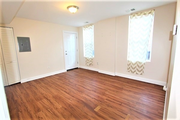 2 Bedrooms, The Bush Rental in Chicago, IL for $850 - Photo 2