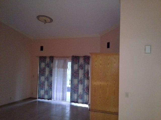 3 Bedrooms, Pine Ridge Rental in Miami, FL for $2,250 - Photo 2