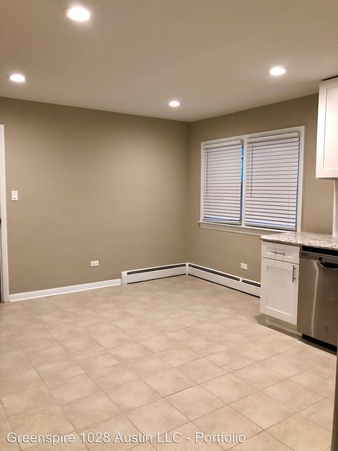 2 Bedrooms, South Austin Rental in Chicago, IL for $1,375 - Photo 2