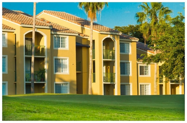 2 Bedrooms, Palm-Aire Cypress Course Estates Rental in Miami, FL for $1,350 - Photo 2