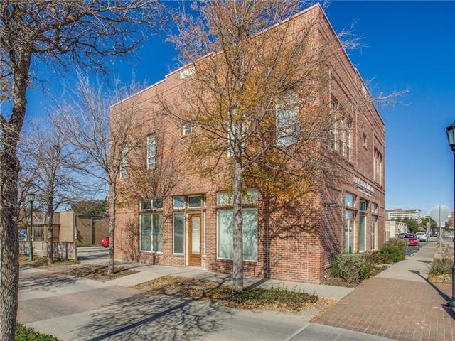 2 Bedrooms, Tarrant County Rental in Dallas for $2,100 - Photo 1