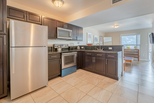 2 Bedrooms, Town Park Village Rental in Miami, FL for $1,450 - Photo 2