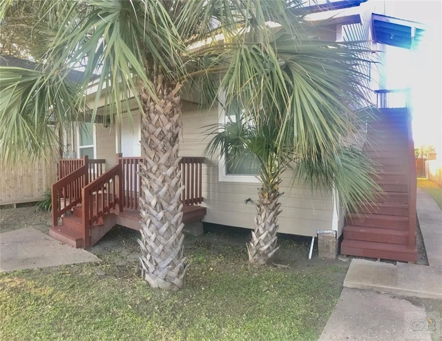 3 Bedrooms, Downtown Galveston Rental in Houston for $1,500 - Photo 2