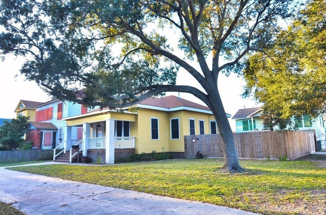 3 Bedrooms, University of Texas Medical Branch Rental in Houston for $2,200 - Photo 1