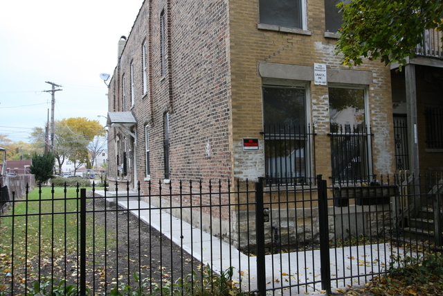 2 Bedrooms, South Chicago Rental in Chicago, IL for $775 - Photo 1