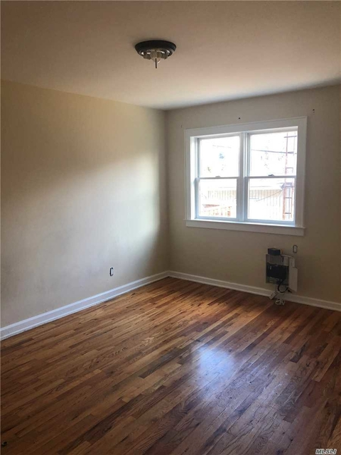 3 Bedrooms, Oakland Gardens Rental in Long Island, NY for $2,500 - Photo 2