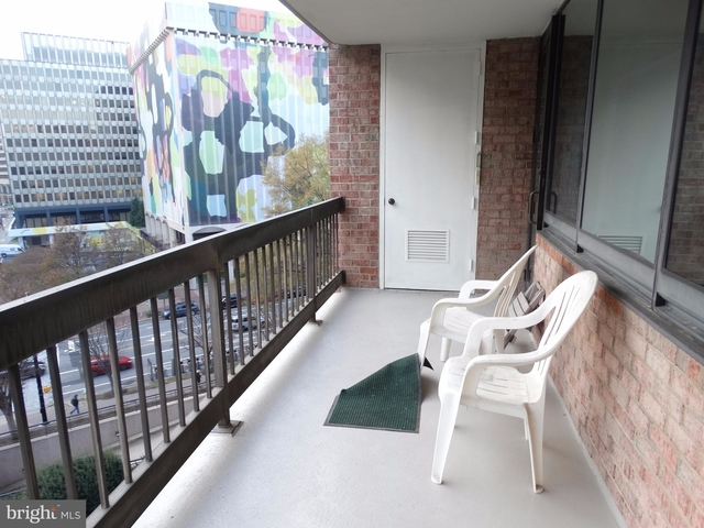 2 Bedrooms, Crystal City Shops Rental in Washington, DC for $2,500 - Photo 1