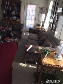 3 Bedrooms, Central District Rental in Long Island, NY for $2,500 - Photo 2