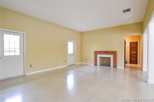 2 Bedrooms, Coral Way Rental in Miami, FL for $2,700 - Photo 2