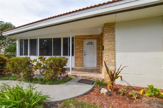 2 Bedrooms, Coral Way Rental in Miami, FL for $2,700 - Photo 1