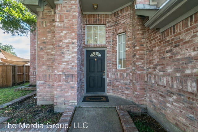 3 Bedrooms, Creek Crossing Estates Rental in Dallas for $15,550 - Photo 2