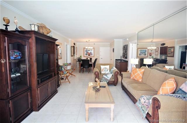 2 Bedrooms, Oceanfront Rental in Miami, FL for $3,870 - Photo 1