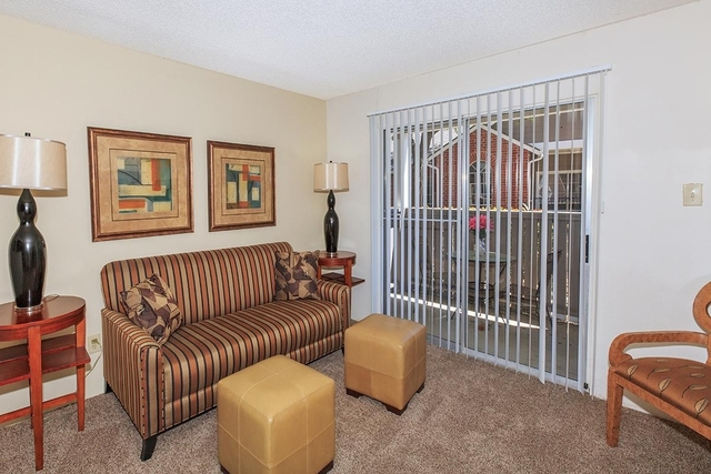 2 Bedrooms, Red Bird Center Rental in Dallas for $1,100 - Photo 2