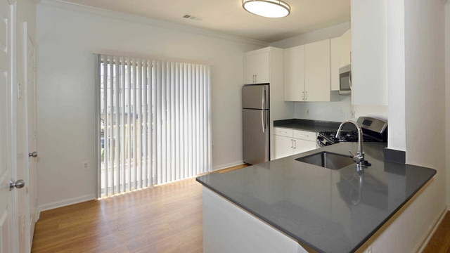 3 Bedrooms, Larchmont Village Apartments West Rental in Washington, DC for $2,604 - Photo 2
