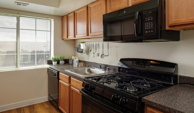 2 Bedrooms, Foxchase Apartments Rental in Washington, DC for $18,859 - Photo 2