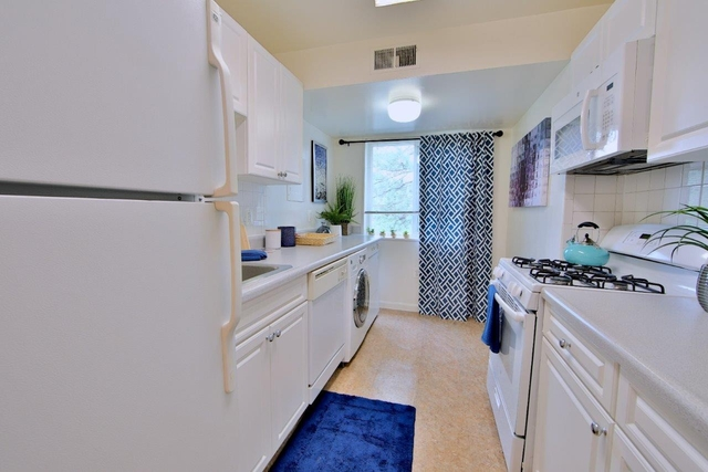 1 Bedroom, Larchmont Village Apartments West Rental in Washington, DC for $1,457 - Photo 1