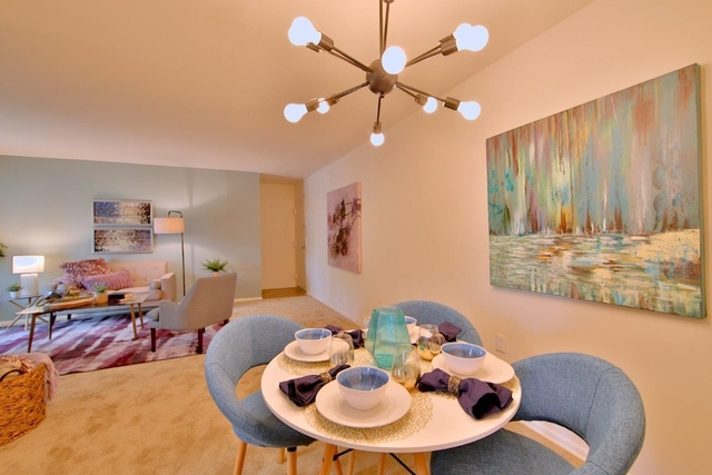 2 Bedrooms, Larchmont Village Apartments West Rental in Washington, DC for $1,727 - Photo 2