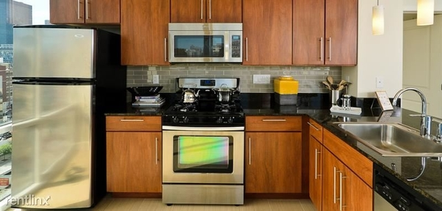 3 Bedrooms, River North Rental in Chicago, IL for $5,064 - Photo 1