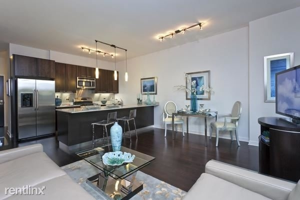 3 Bedrooms, River North Rental in Chicago, IL for $4,450 - Photo 1