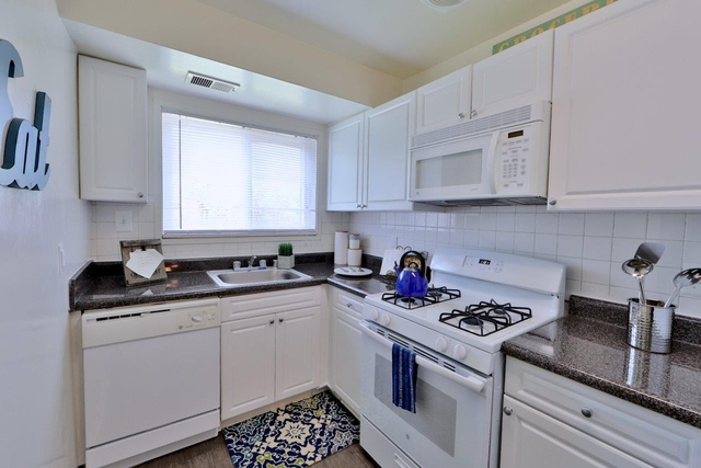 2 Bedrooms, Larchmont Village Apartments West Rental in Washington, DC for $1,510 - Photo 2
