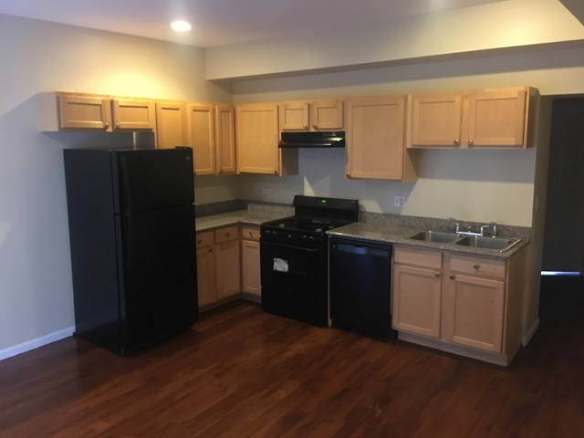 2 Bedrooms, South Shore Rental in Chicago, IL for $950 - Photo 2