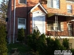 3 Bedrooms, Oakland Gardens Rental in Long Island, NY for $2,100 - Photo 2