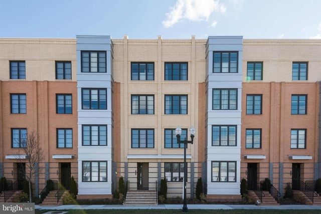 3 Bedrooms, Potomac Yard - Potomac Greens Rental in Washington, DC for $3,300 - Photo 1