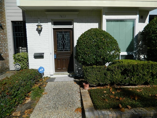 2 Bedrooms, Brompton Court Townhome Rental in Houston for $1,800 - Photo 2