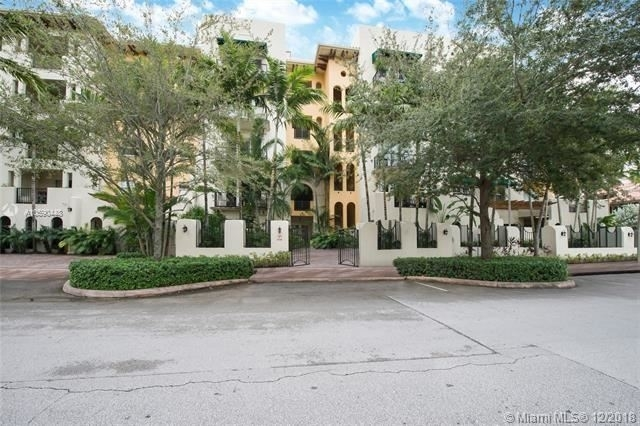3 Bedrooms, Coral Gables Rental in Miami, FL for $5,000 - Photo 1