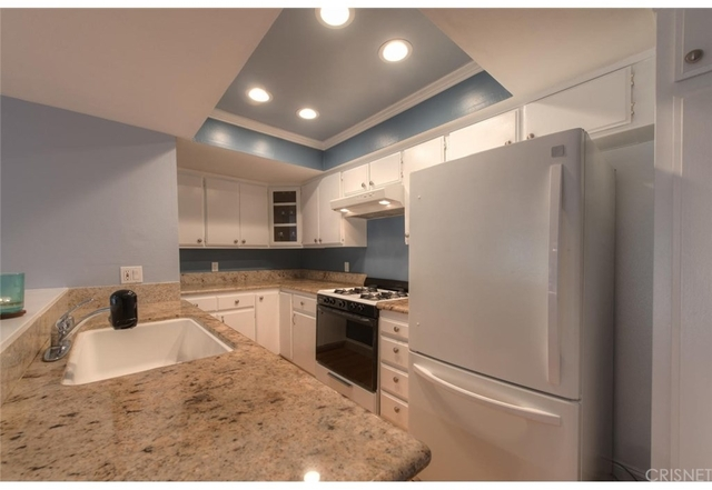 2 Bedrooms, Hollywood Hills West Rental in Los Angeles, CA for $2,888 - Photo 2