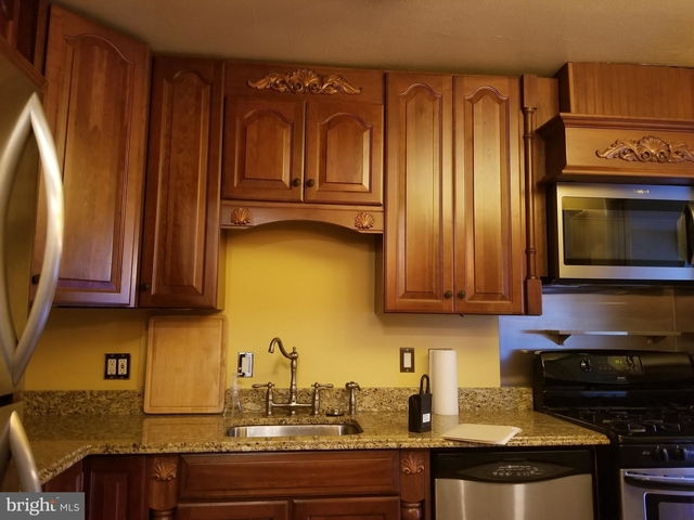 2 Bedrooms, Arlington Forest Rental in Washington, DC for $2,400 - Photo 1