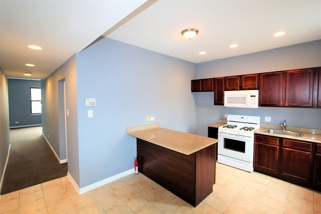 1 Bedroom, South Shore Rental in Chicago, IL for $650 - Photo 2