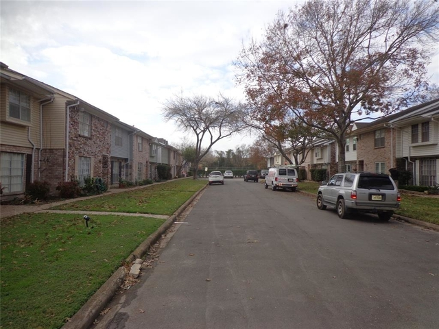 3 Bedrooms, Sherwood Estates Rental in Houston for $1,400 - Photo 2