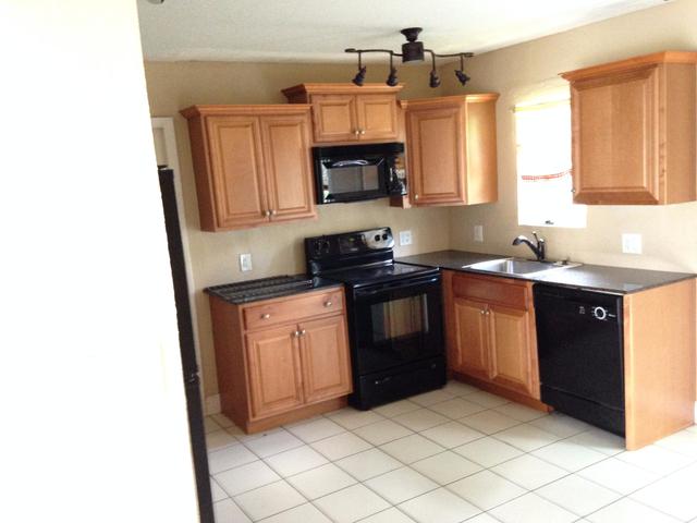 2 Bedrooms, Osceola Park Rental in Miami, FL for $1,700 - Photo 1