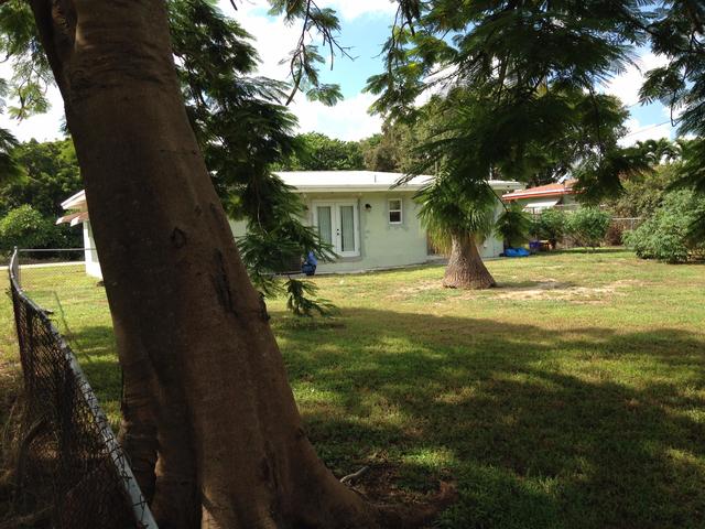 2 Bedrooms, Osceola Park Rental in Miami, FL for $1,700 - Photo 2