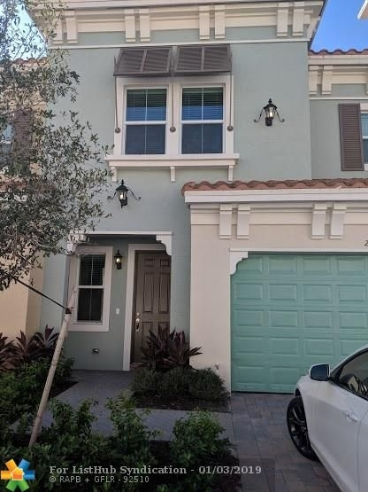 3 Bedrooms, Sawgrass Lakes Rental in Miami, FL for $2,900 - Photo 2