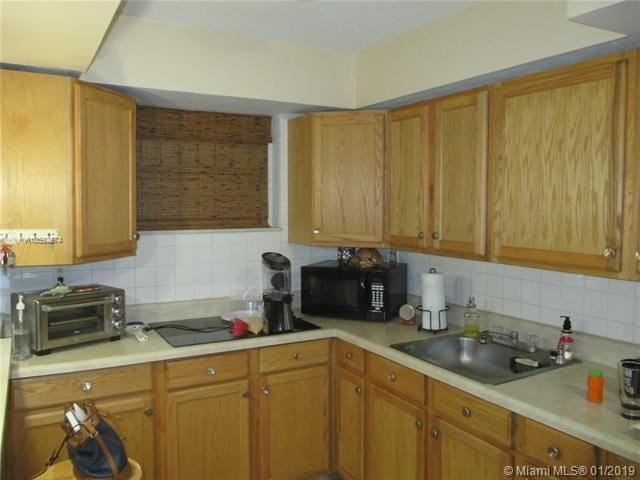 1 Bedroom, Coral Way Rental in Miami, FL for $1,200 - Photo 2